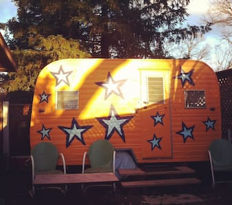 Garden Starship: walk to town & UCD - Camper/RV