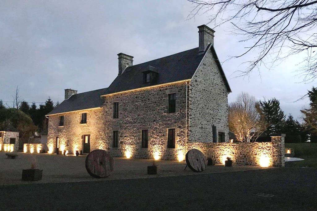 clos-l-abbe-normandie-welcome_vue générale_night