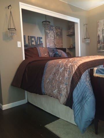Charming master suite & bathroom - Oakdale - Hus