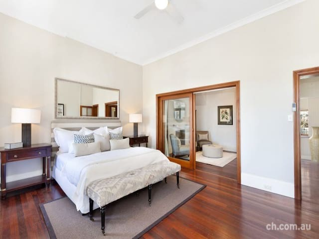 Large bedroom with adjoining lounge (2nd bedroom). - Balmain - Σπίτι