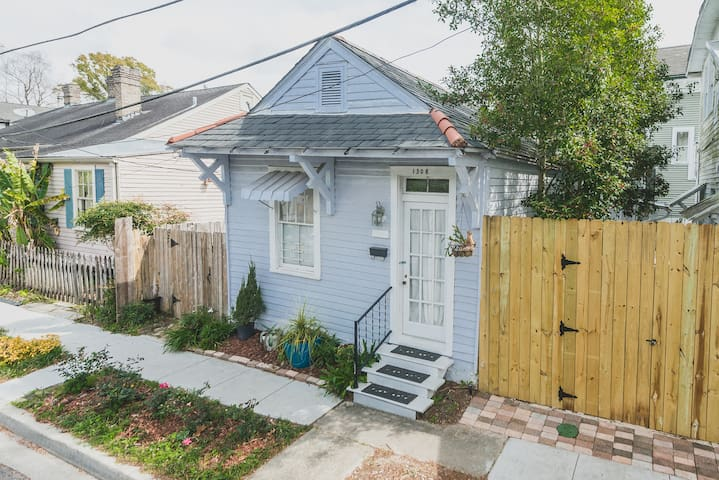 ~Entire Creole Cottage w/ Private Entry & Patio~