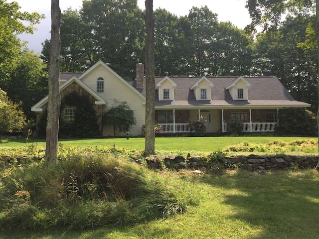 The Knoll, Beautiful Large Home on 74 Serene Acres