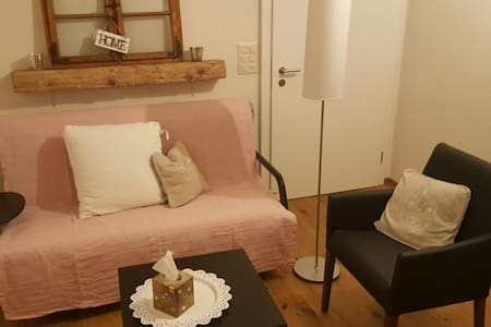 little romantic studio with garden seat.. - Lungern - Appartement