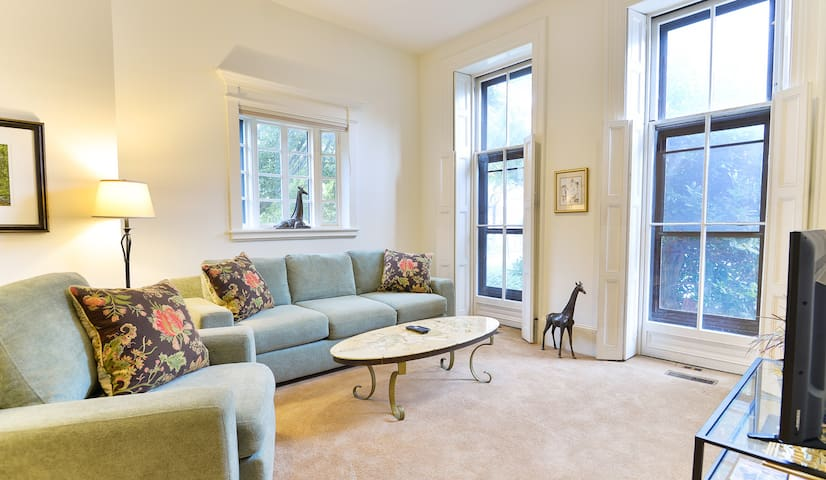 Spacious 1 Bedroom Condo in Trolley Sq w/ Parking!