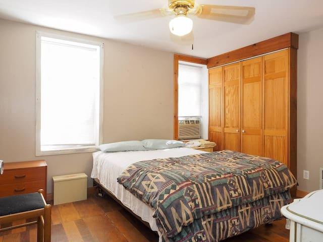 5 Beds, West of Inner Harbor