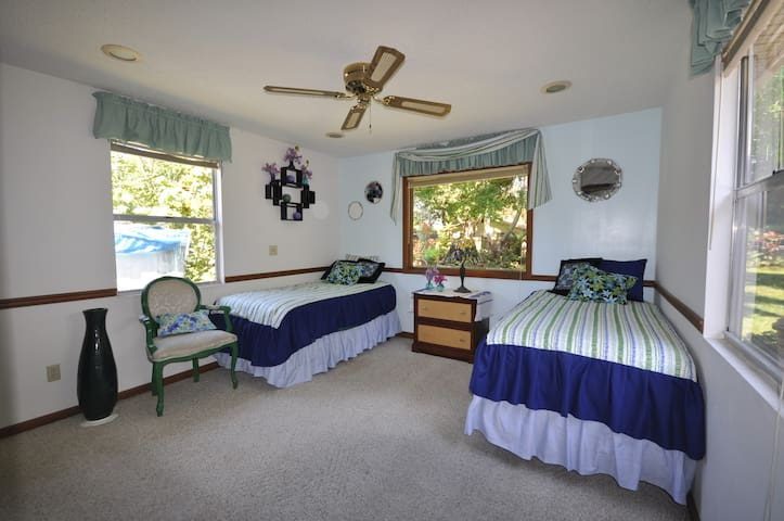 PRIVATE ROOM--8 Mins To Beach--25 Mins to Airport2 - Largo - House