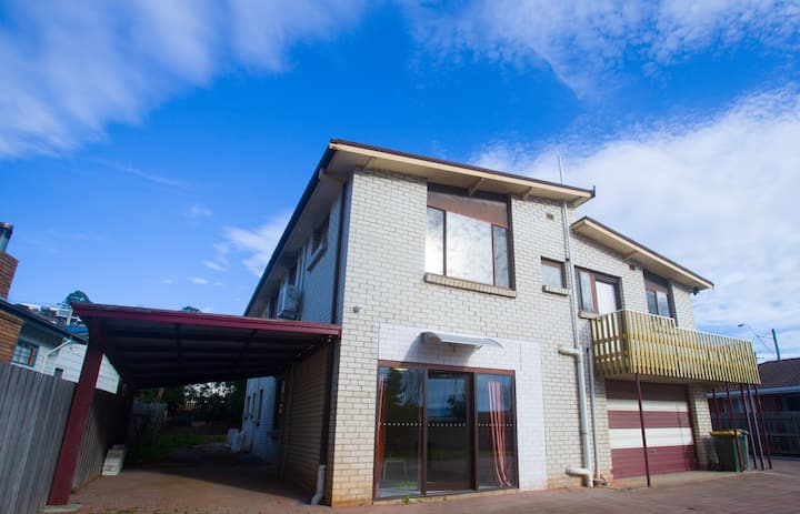 Spacious & Modern 1 Bed Room Unit with Garden View
