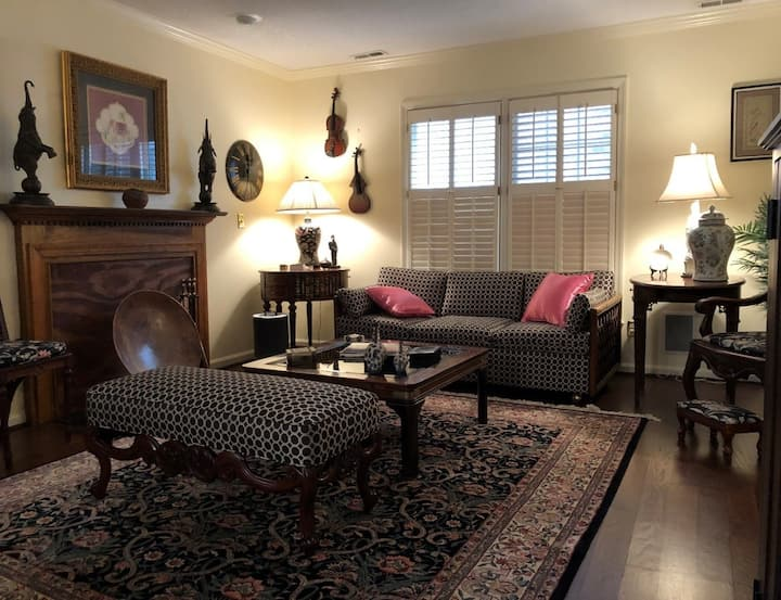 Luxurious Home With Antiques/Art -  Private