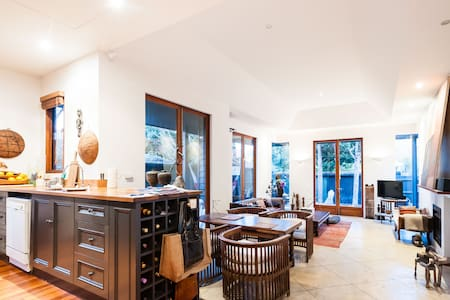Isabelle, charming beach side 2BDR home +PARKING - Saint Kilda - Appartamento