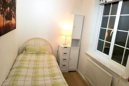 Budget, single bed, clean, Wi-fi, luxury bathroom