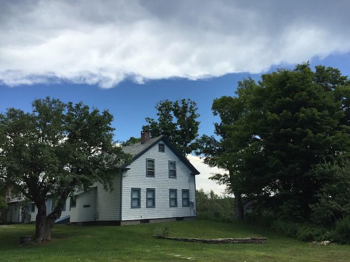 Charming Farmhouse - 130 acres Wilmington
