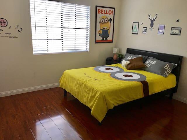 1Be1Ba Minion Theme Room w/Kitchen Access,Whittier