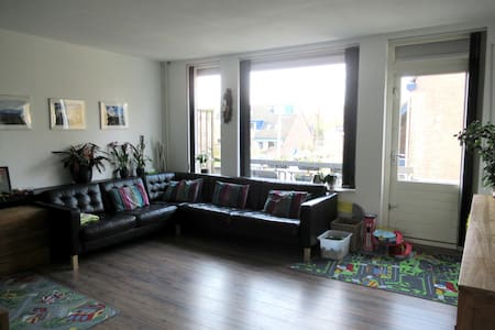 Comfy family home away from home! - Tilburg - Huis