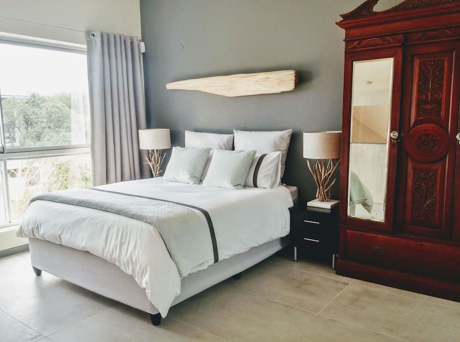 Main loft bedroom with a posteurpaedic queen size bed. Luxurious percale bedlinen and cotton velvet quilts. Diagonal sea view.
