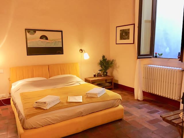 Cheap & Chic Yellow Suite in the heart of Florence