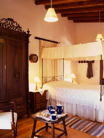Avli Traditional Holidays Houses - Lythrodontas - Boutique-Hotel