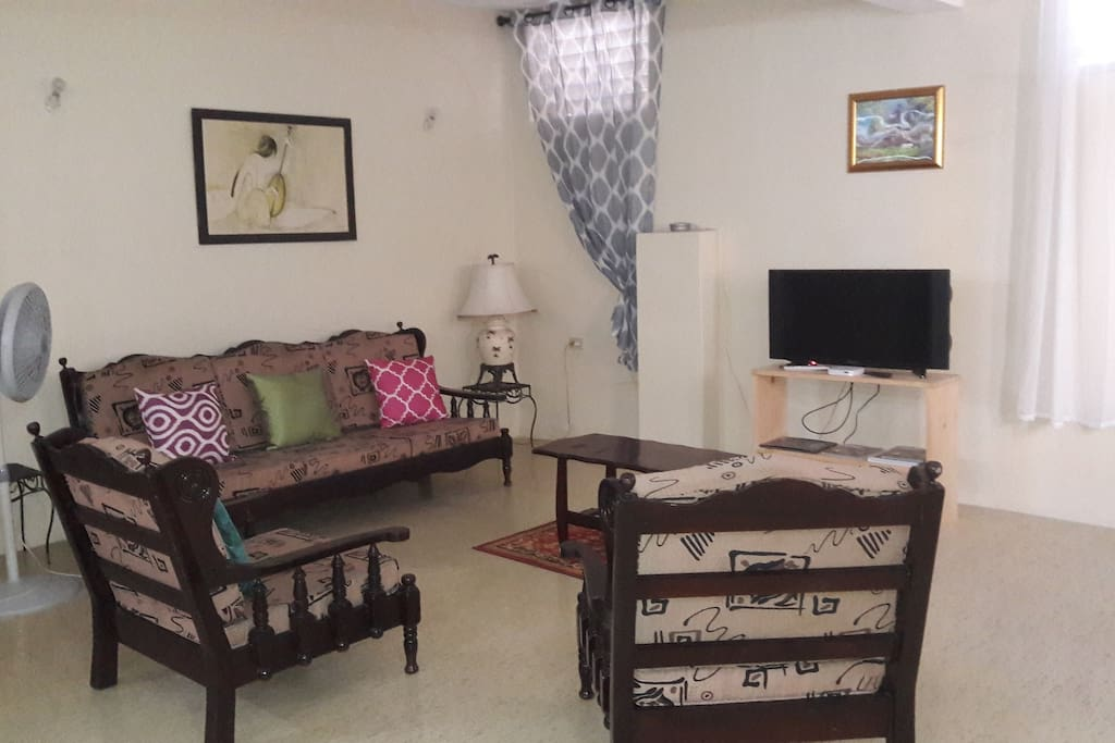 Living area with TV, Internet and WiFi