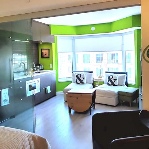 Luxury suite in famous Yorkville Plaza