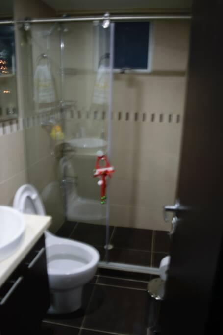 Todos los baños cuentan con agua caliente