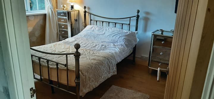Large Double room + campbed.. Private bathroom