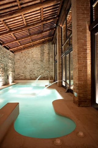 Granaio Antico castello con piscina riscaldata