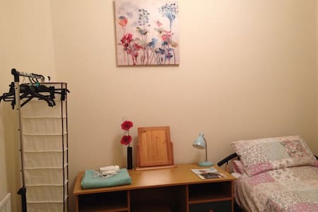 Cosy single, wifi - near uni & city - Bradford - Casa