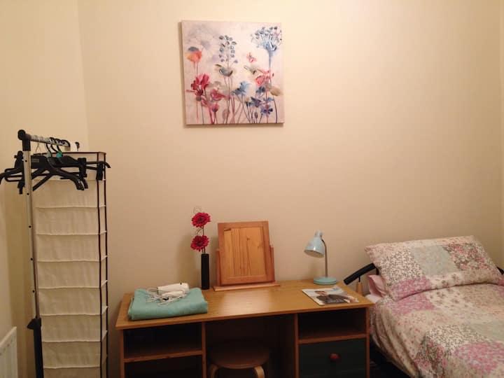 Cosy single room with wifi, near uni & city