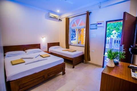 Stunning homestay by Anjuna Beach near Curlies