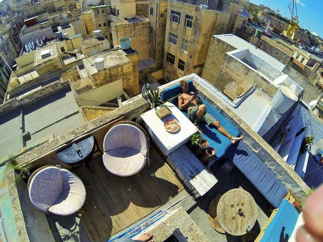 Single bed in shared room at my super chilled home - Cospicua - Dom