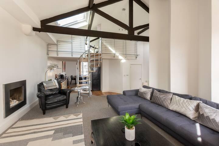 Luxury three bedroom penthouse - stunning views!