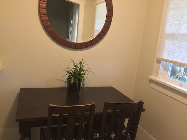 Eating/work space off kitchen