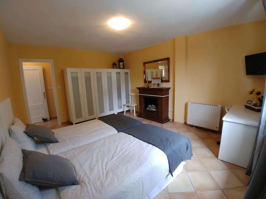Dormitorio desde otro angulo