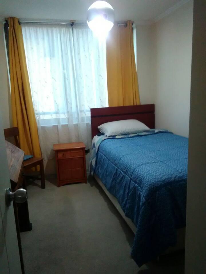 Habitación para una persona, cómoda y soleada