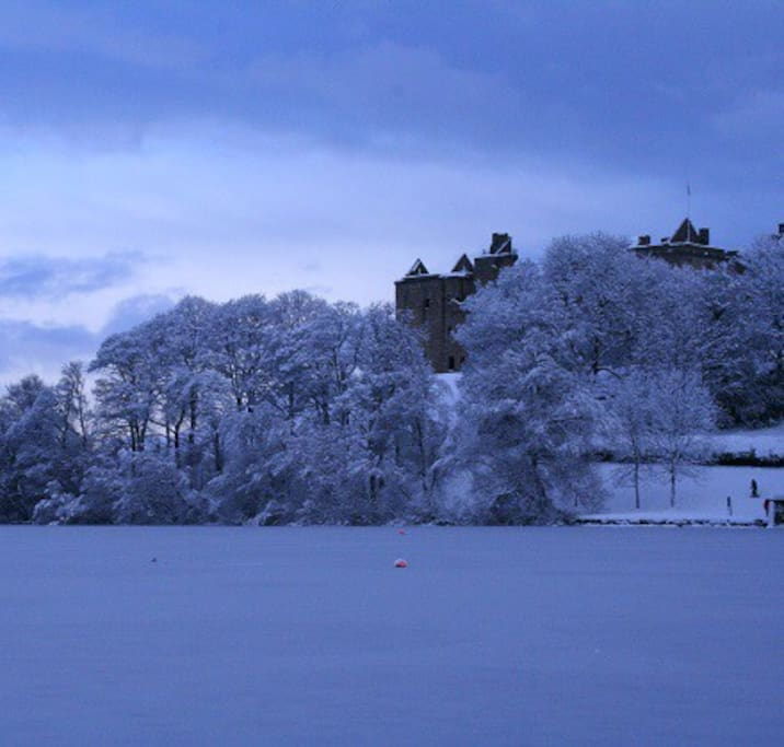 Linlithgow Loch in the winter