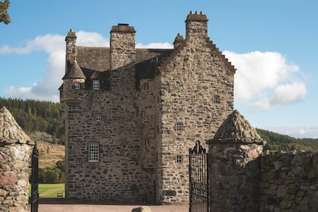 Forter Castle - Your Highland Retreat - Folda