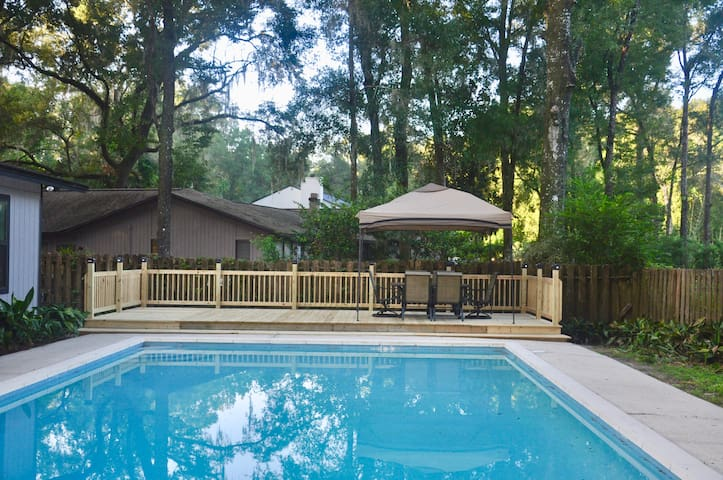 Spacious Pool Home. Perfect for families & groups