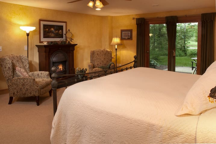 St. Croix Room - Woodland Trails Bed & Breakfast