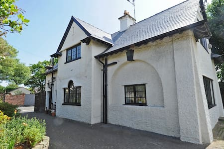 Seaways Cottage Arts & Crafts House full of charm - Hoylake - Wikt i opierunek