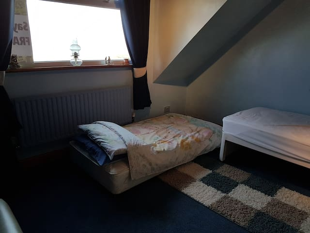 Second Room using underbed, which is our second listing and can be rented in conjunction with this room to accommodate up to 5 plus a baby on Friday, Saturday and Sunday Nights.