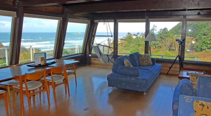 Ocean views, beautiful  Oregon coast cottage