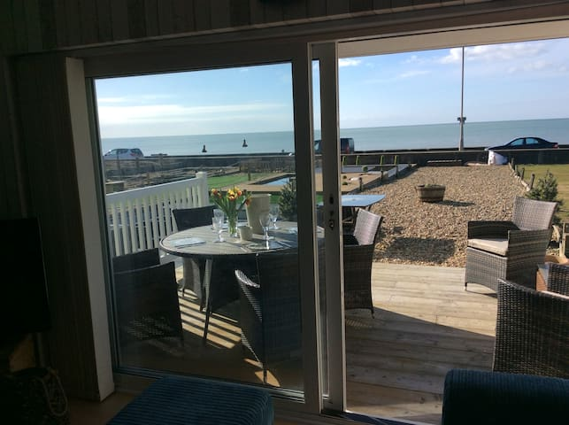 Beach Front House on 3 mile Seaside Promenade - Seaford - Townhouse