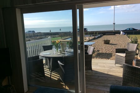 Beach Front House on 3 mile Seaside Promenade - Seaford