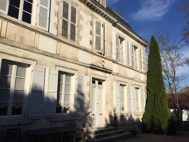 Maison de gardien aux portes de La Rochelle - Saint-Christophe - House