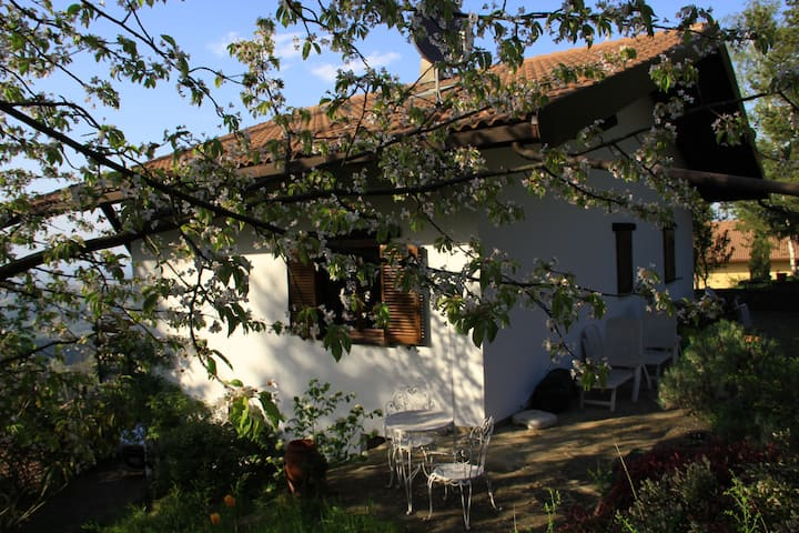 Cottage with breathtaking view on Langhe's hills