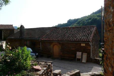"""Une Chambre d'hôte à Sylvanès (12) """"Rougier"""""""
