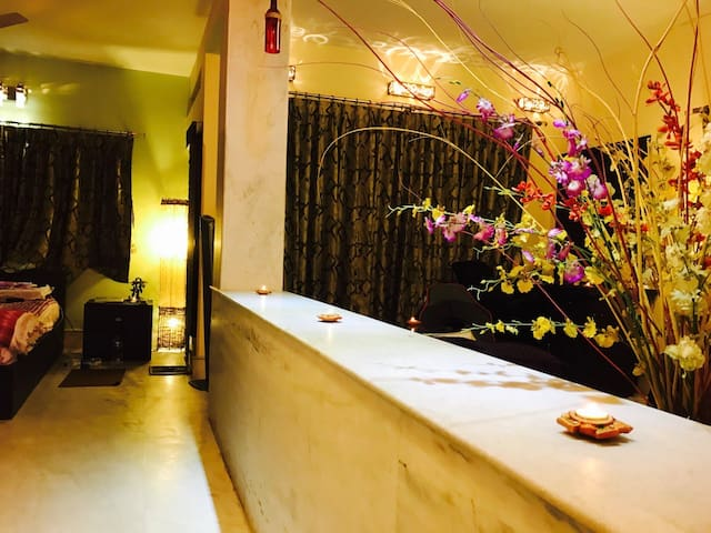 5 KM from Airport, Morden Decor, Home Ambiance
