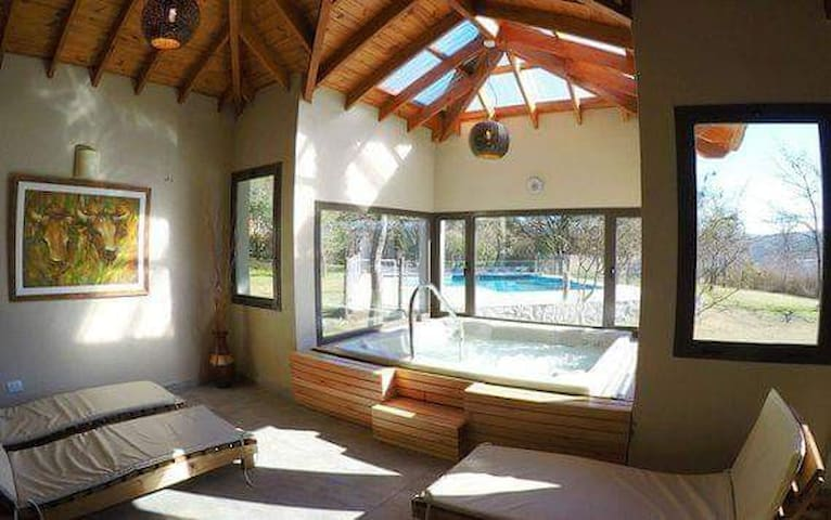 Cabaña ANNA en complejo con piscina, hidro y desay
