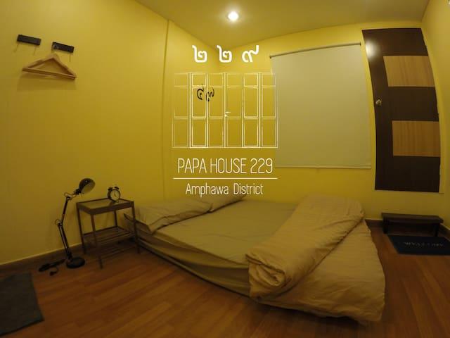 Bedroom A - 2nd floor ชั้น 2 ห้องนอน A สามารถเปิดประตูไป จุดชมดาว ได้จากห้องนี้ครับ #ที่พักอัมพวา #PapaHouse229