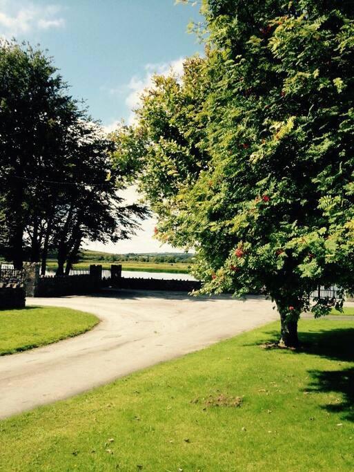 The Stables faces Ballyallia Lake.
