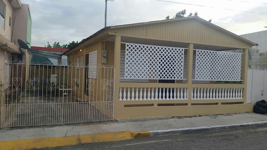 Hermosa historica casita de pueblo. - Guanica - Hus